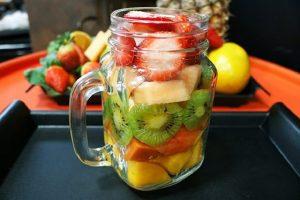 Saláty nemusí být jenom zeleninové! Vyzkoušejte ty s čerstvým ovocem!