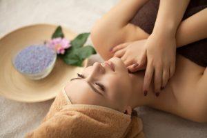 Konečně bez problémů a starostí! Vyčistěte si hlavu pomocí speciální masáže.